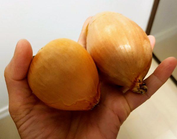 2 White Onions Julienne