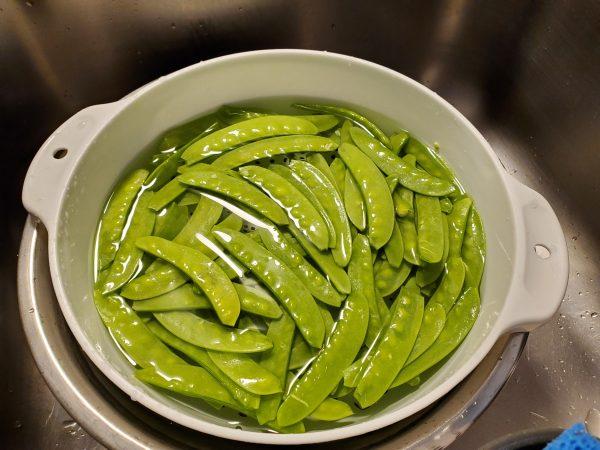 Rinse the Snow Peas